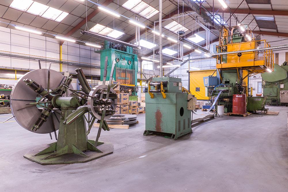 SOMEVE : Découpage & emboutissage des métaux à Caen en Normandie - Ligne d'aménage et redressage presse Bliss 150 tonnes