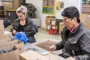 SOMEVE : Découpage et emboutissage des métaux à Caen en Normandie - défilage, contrôle et emballage alvéolaire de pièces embouties en INOX