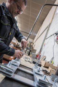 SOMEVE : Découpage et emboutissage des métaux à Caen en Normandie - Montage de sous ensemble mécanique pour aiguillage ferroviaire